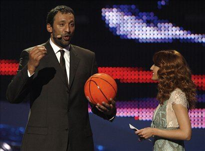 Voditeljema se je na odru pridruil tudi Vlade Divac