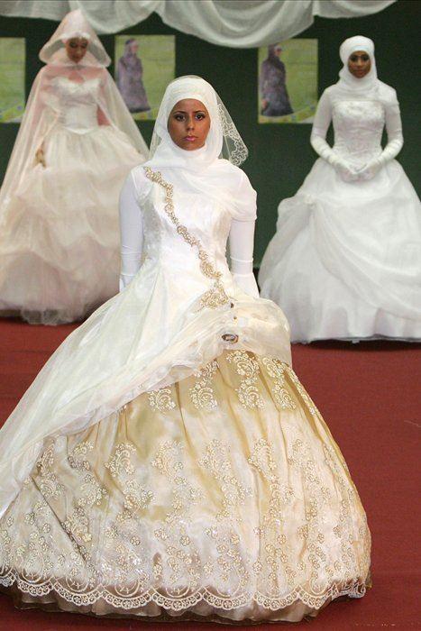 модели одежды нарисованные карандашом платья