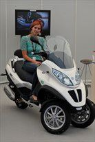 Hibridni piaggio mp3 in povsem svei maksi skuter X10