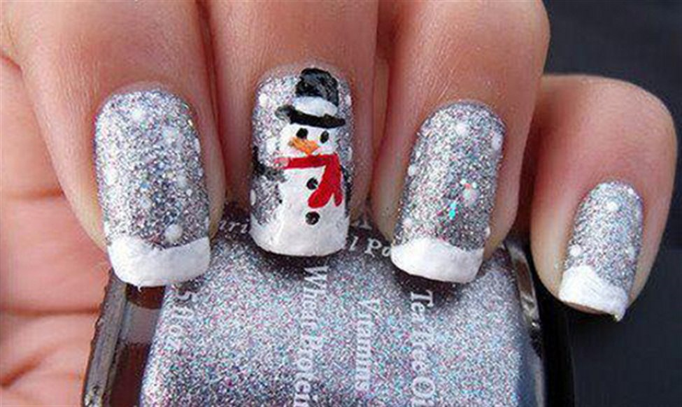 Поэтому мы поможем вам завершить ваш новогодний образ, поможем выбрать простые новогодние рисунки на ногтях