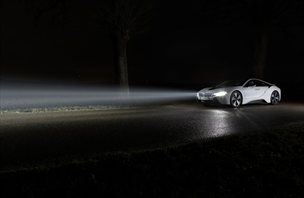 BMW i8: ko laser razpara temo … (video)